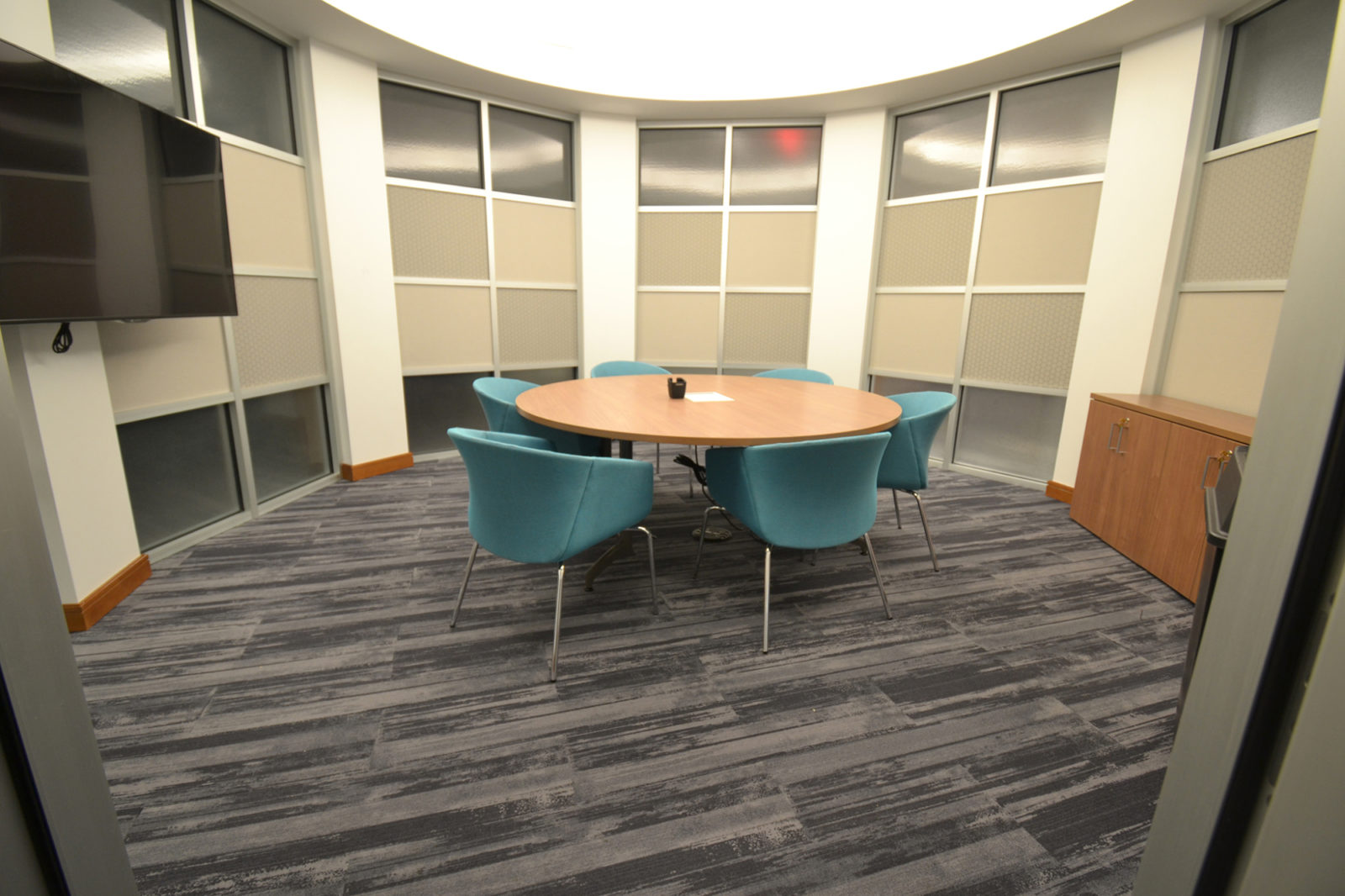 Prof. Services Firm Project Highlight: circular meeting space