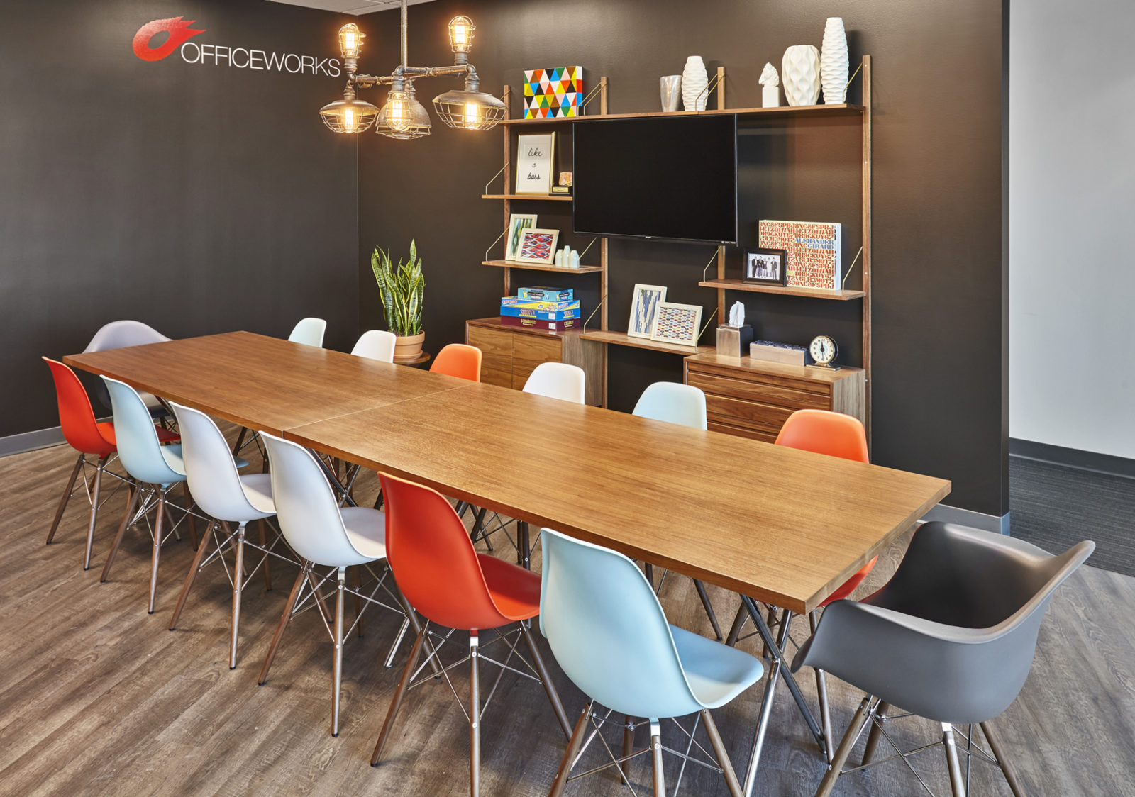 OW Showroom/Office: dining table