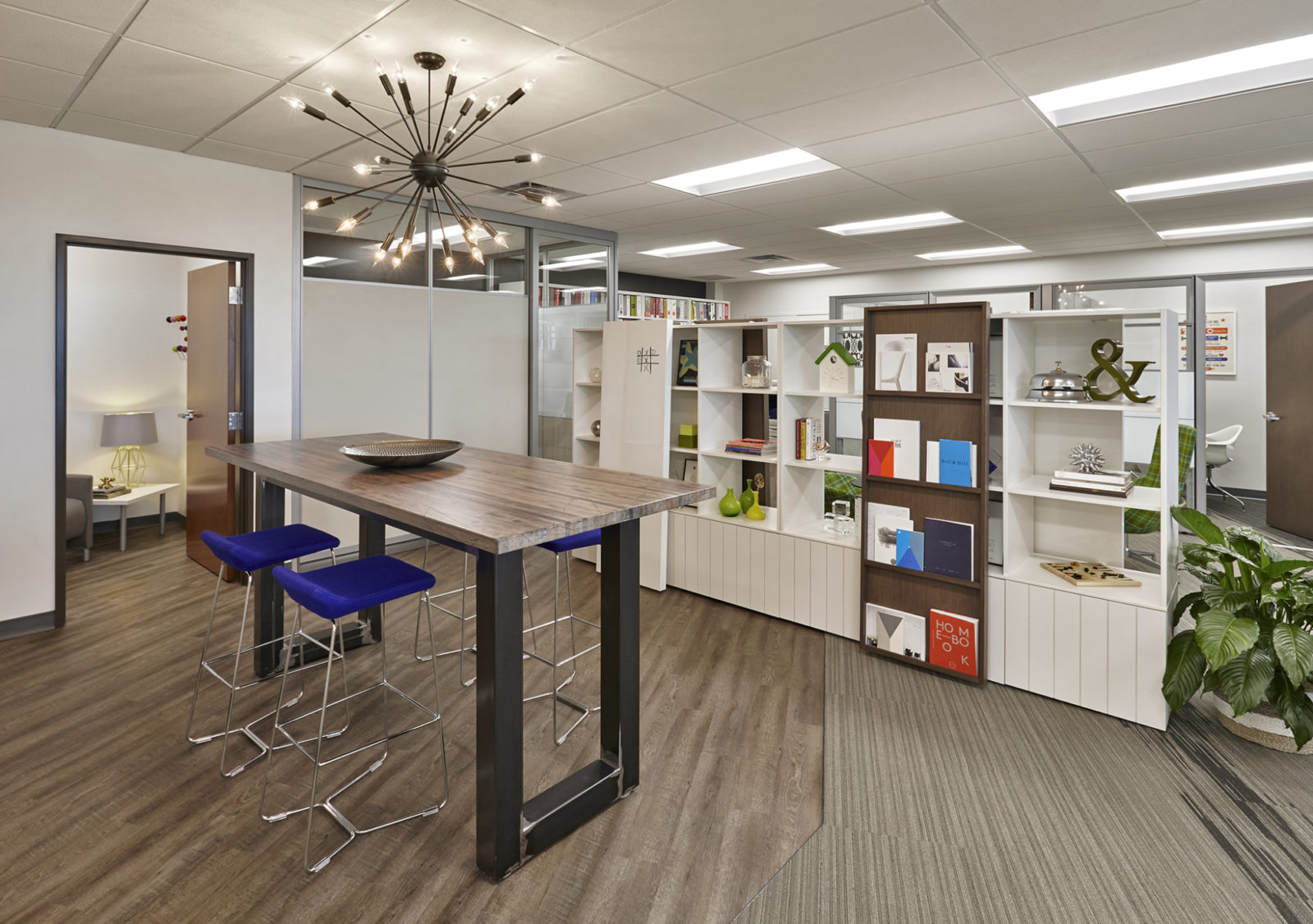 OW Showroom/Office: uptown high table space
