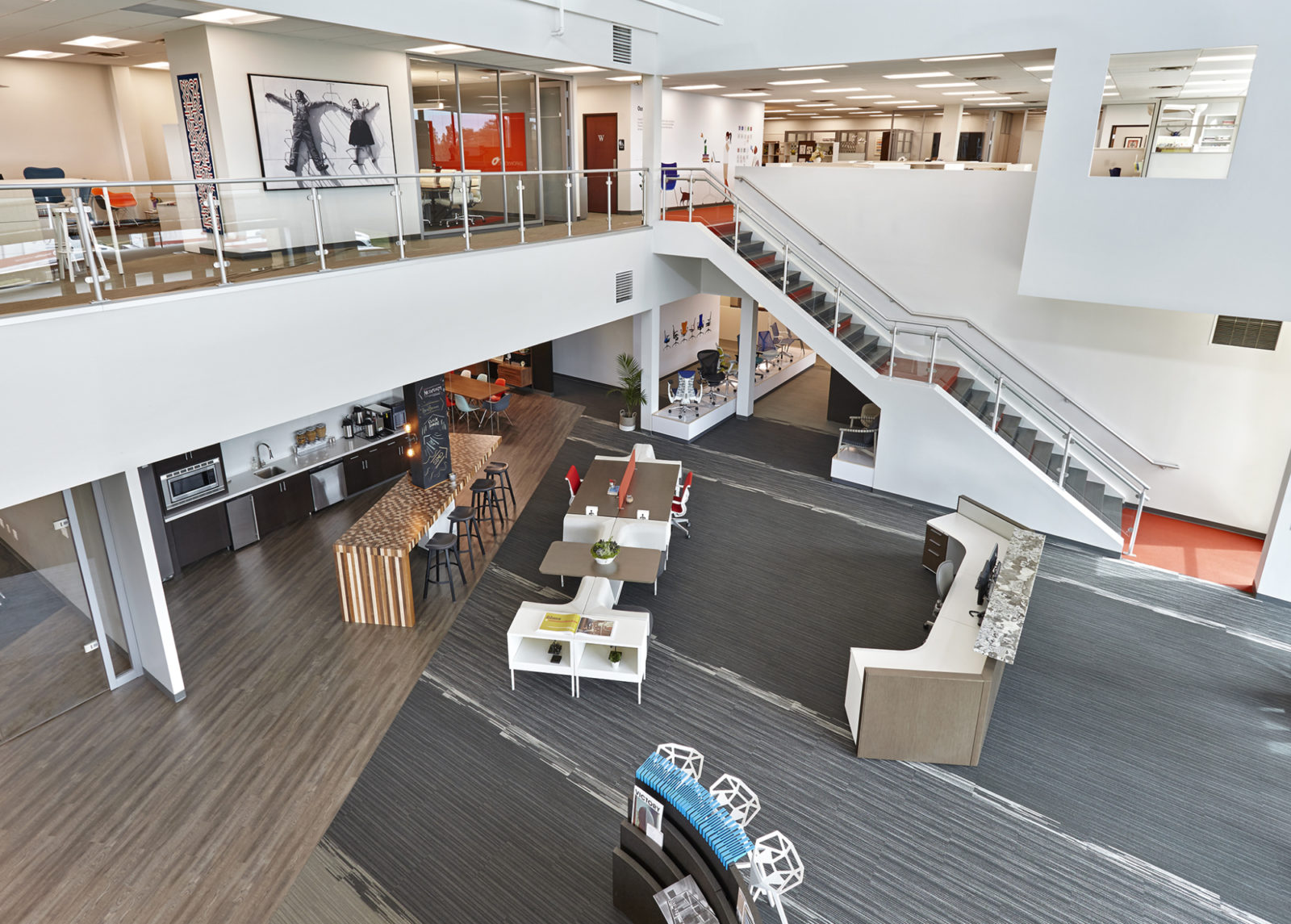 OW Showroom/Office: Aerial view of plaza