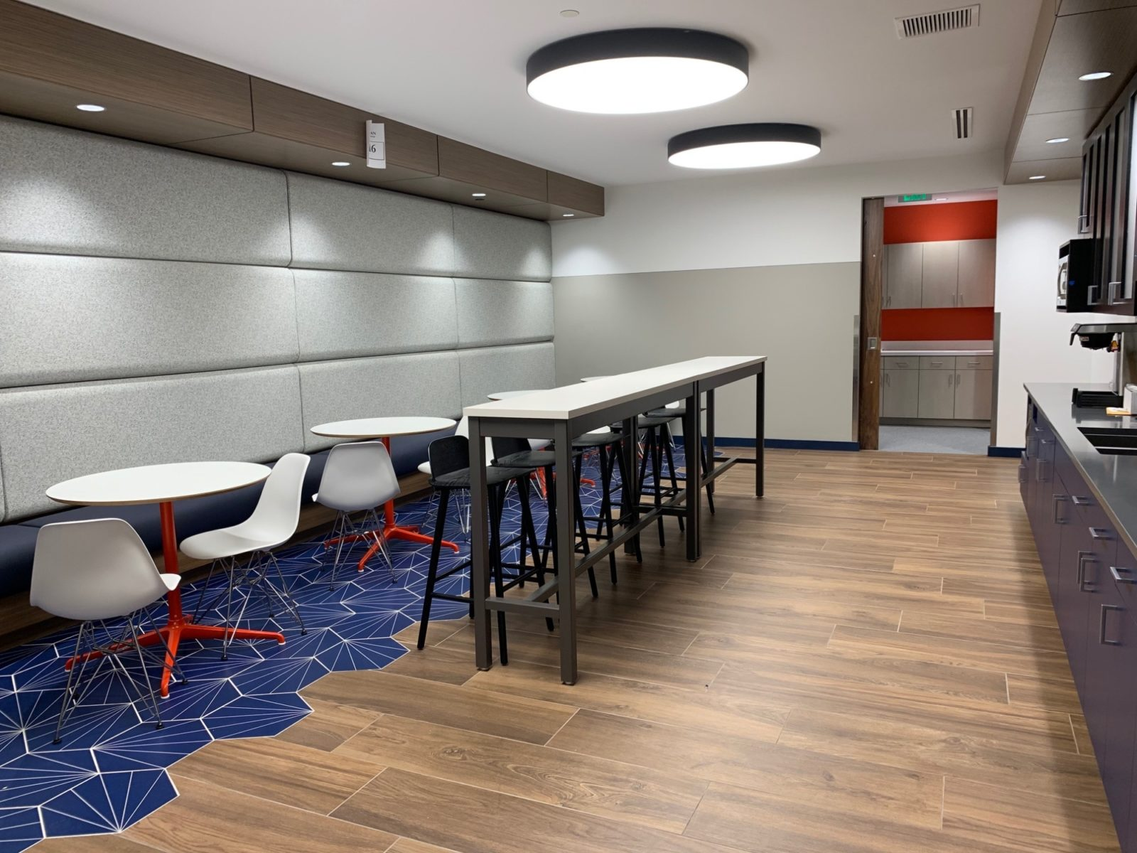Kitchen and dining area in the Goodman Campbell Brain and Spine center