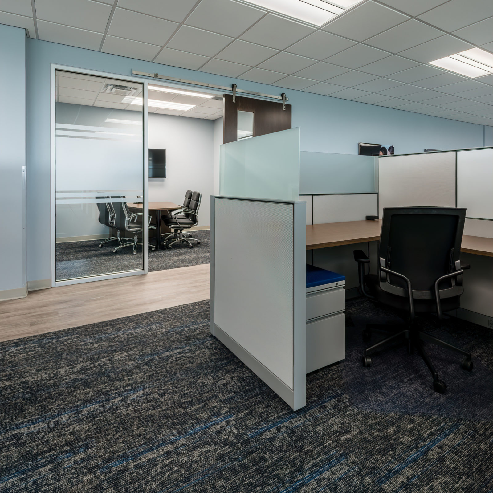 Orbis cubicle and chair