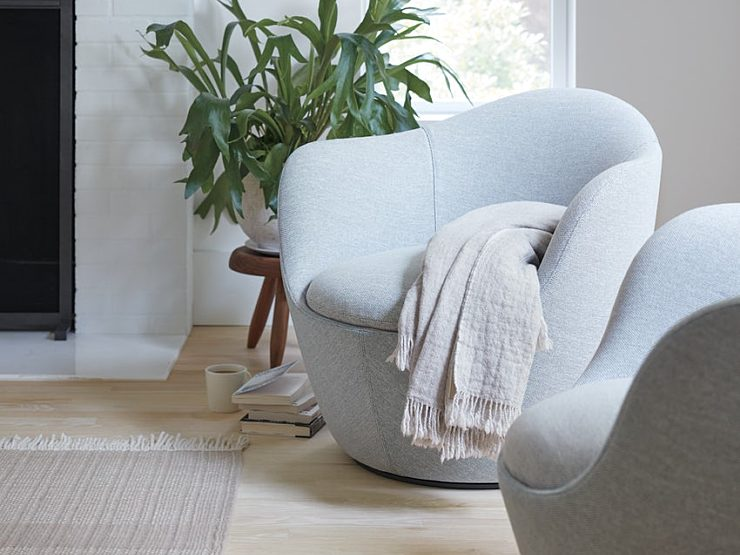 lina swivel chair grey with blanket